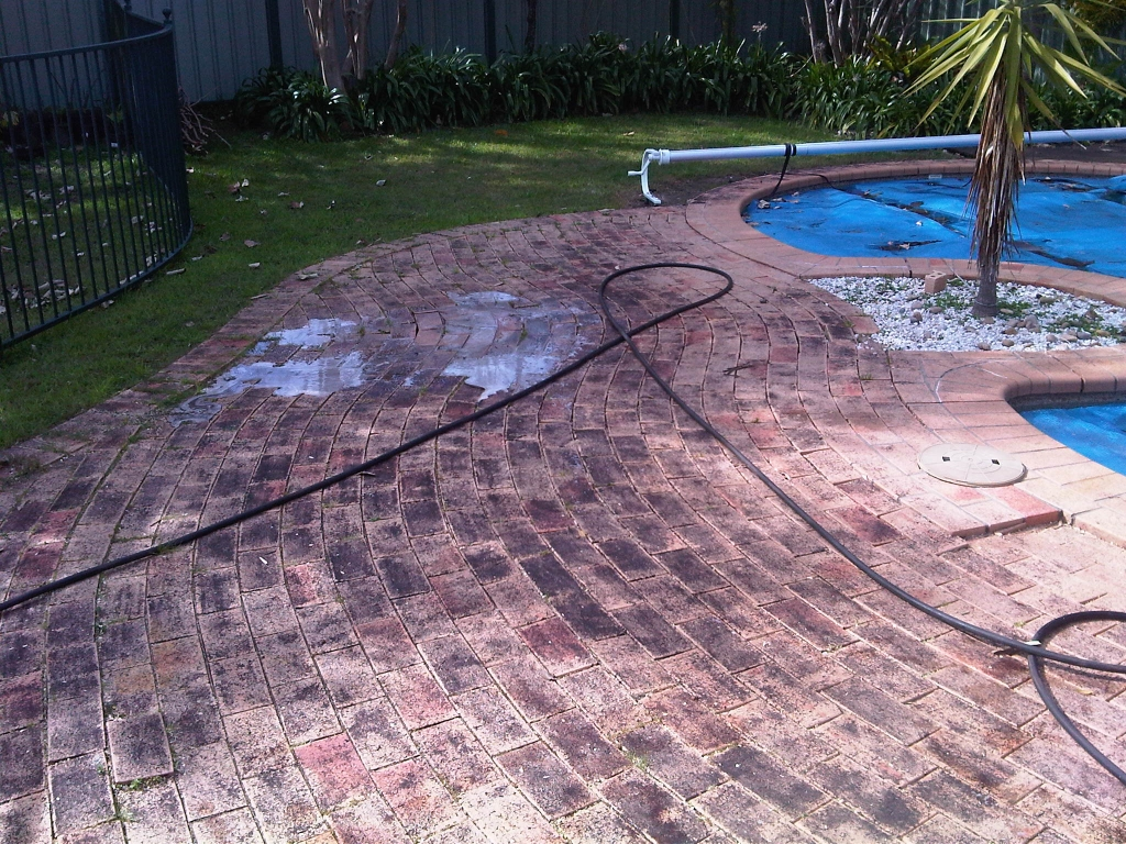 Brick cleaning concrete cleaning pressure cleaning for Cleaning concrete paths